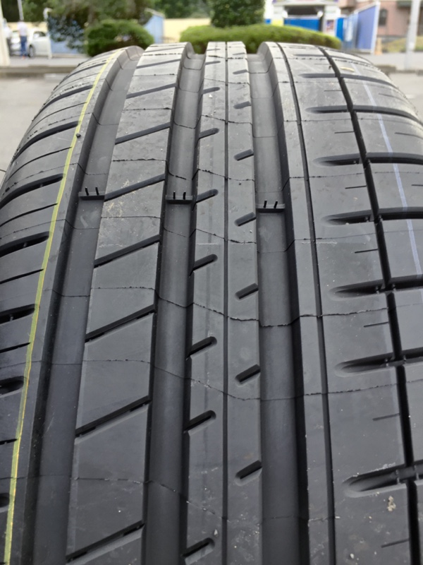 MICHELIN Pilot Sport 3 215/55ZR17