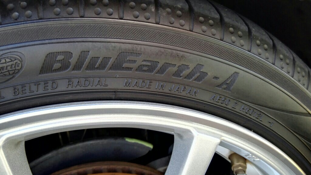 YOKOHAMA BluEarth-A 215/40R18