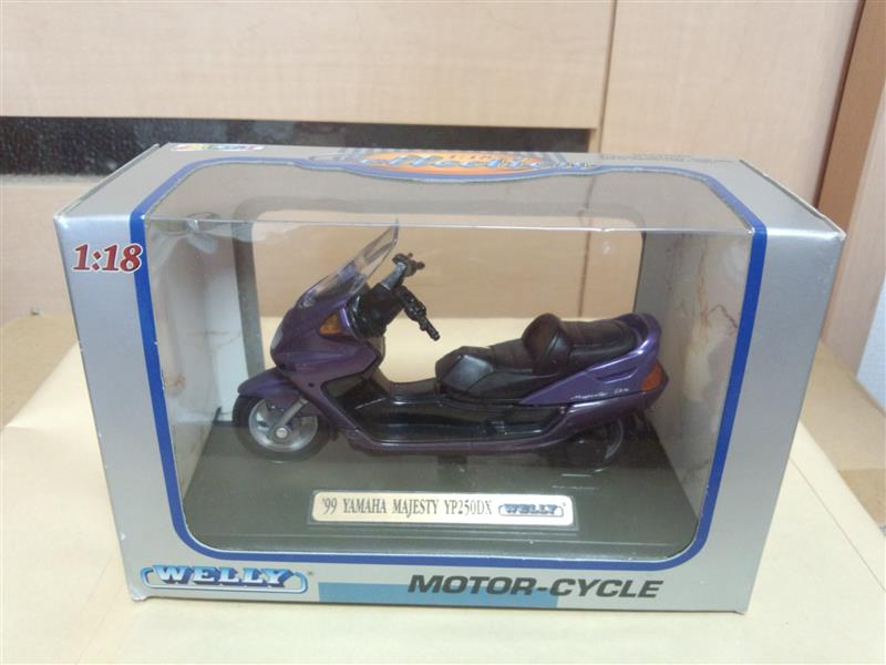 WELLY 1:18 collection 1999 YAMAHA MAJESTY YP250DX (海外版?)