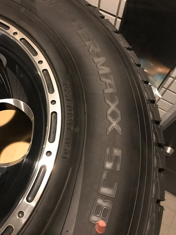 DUNLOP WINTER MAXX SJ8 265/70R17