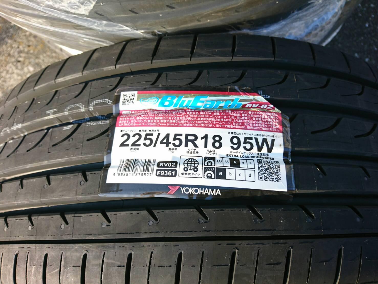 YOKOHAMA BluEarth RV-02 225/45R18