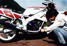 Toshi867さんのFZR400 左サイド画像