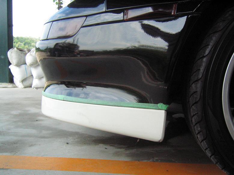 まず始めに洗車して乾燥してからマスキングテープを貼ります!