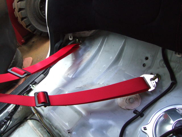 4点式シートベルト取付
