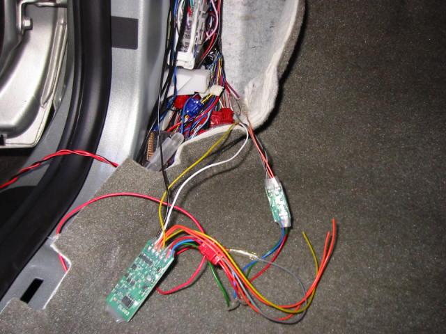 八木澤製車速感応自動ドアロックユニットの取り付け