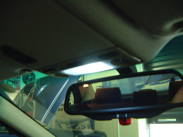 5シリーズ セダン ルームランプのLED化(運転席編)のカスタム手順1