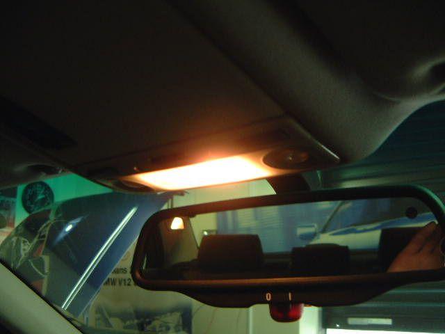 5シリーズ セダン ルームランプのLED化(運転席編)のカスタム手順2