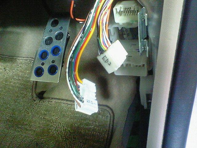 八木澤さん、車速感応ドアロックユニット(DLU03)取り付け