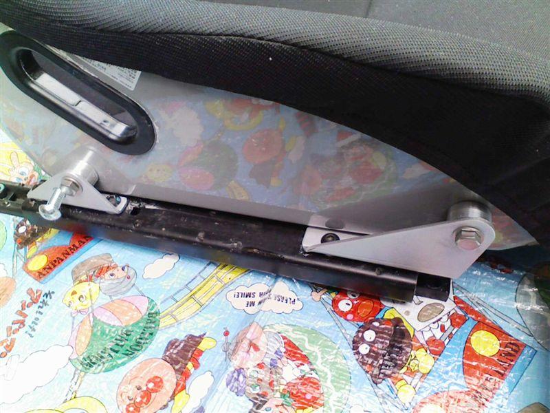 フルバケットシート/5点式シートベルトの取り付け