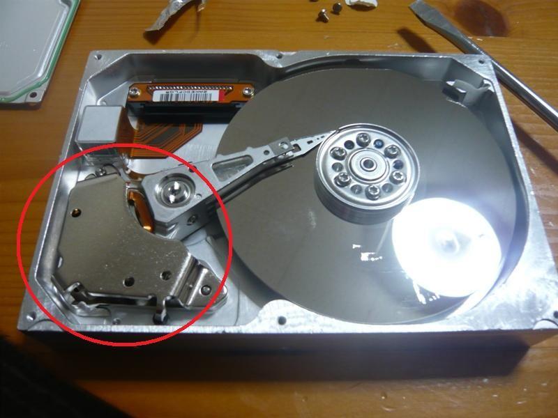 不要HDDからネオジウム磁石取り出し