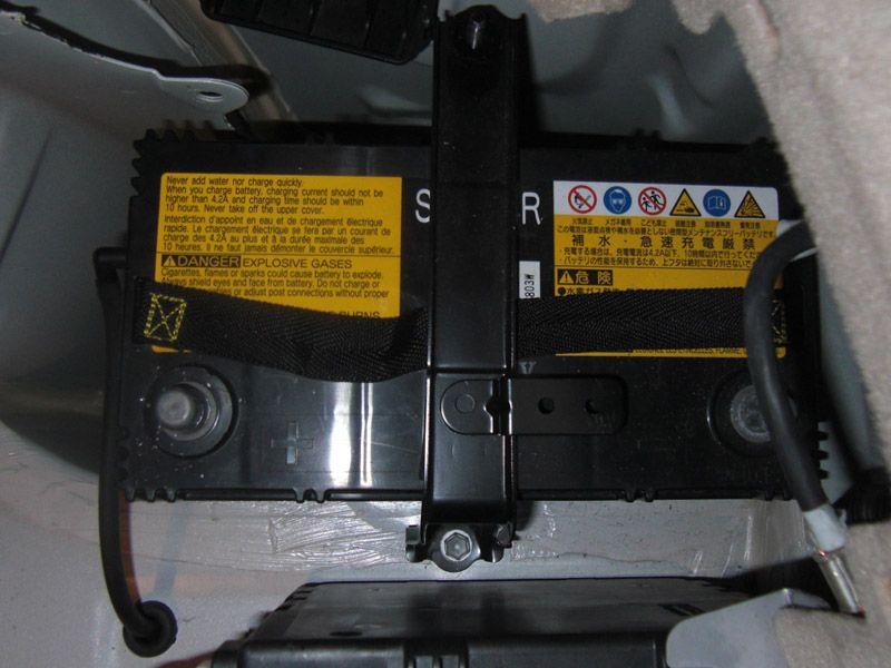 プリウスバッテリー交換(補機バッテリー)