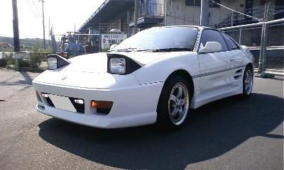 MR2の車検費用に、¥155,000かかりました。見積もり段階では、10万円代だったのですが、車検中に交換を必要とする部品が見つかったり、加工を必要とする部品が出て来たりして、結局この値段までなりました。これでも、値切って、多少は安くして貰ってます。