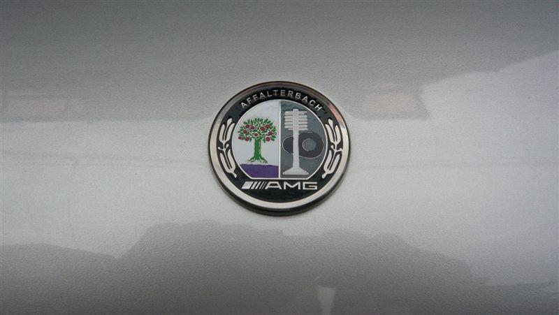 AMG? AMGアップルマークボンネットバッチ