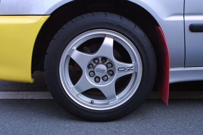 カルタスクレセントワゴンOZレーシング クロノの単体画像