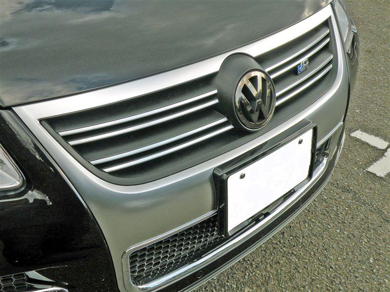トゥアレグ本国VW純正 R-Line フロントグリルの単体画像