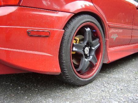 ファミリアワゴンWeds Sport RS-5 SS(カーボン調ブラックスポーク/レッドリム)の単体画像