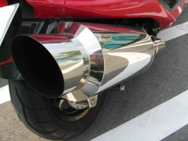 マジェスティC250スペシャルリミテッドエディションBELL モンスターマフラーの単体画像