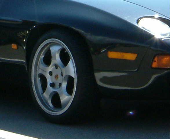928アウトストラーダ GENOVA フィネストラ・デューエ  カラーはフラッシュ・シルバー(FS)の単体画像