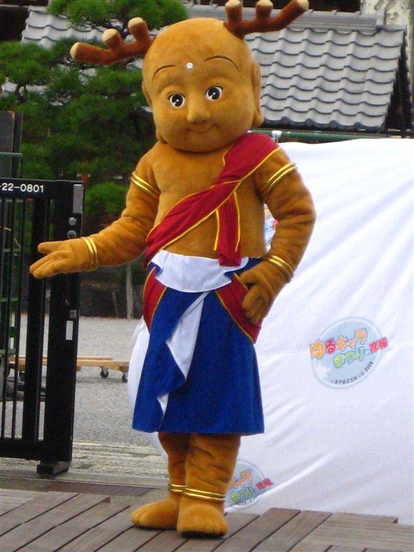 ★せんとくん(奈良 奈良市)<br />  奈良で2010年に開催される「平城遷都1300年祭」マスコットキャラクター<br /> <br /> 奈良の守り神として多くの人々に親しまれている鹿の角を蓄えた愛嬌のある童子を表現。<br /> 訪れる人々を古都の様々な魅力に誘い、みんなで手を携えて奈良の新たな歴史を築いていく役割を担っています。<br /> <br /> 色んな意味で話題のキャラクター(笑)<br /> イラストよりキグルミの方が可愛かった?です。