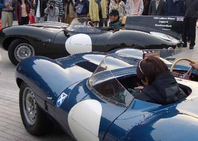 ジャガーDタイプ<br /> ルマン24時間レースを走った車そのもの!<br /> まさかそんな車とは知らずに首都高でアオリ入れちまったぜ(笑<br /> <br /> 緑の車をドライブしているのは現代のルマン24時間レースに挑んでいるTで始まる6文字のレーススポンサーで有名なあの会社の社長さまらしい