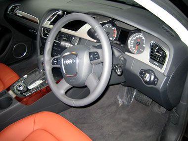 Audi A4 (B8)内装