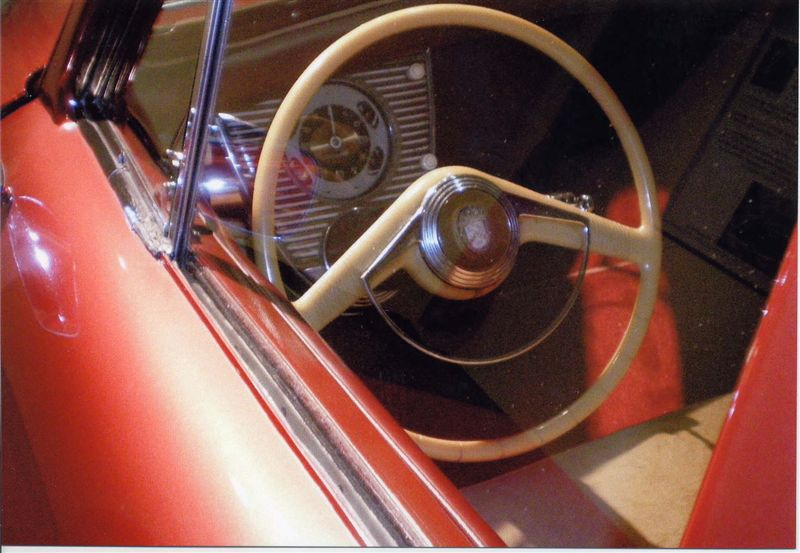 運転席です。メーターあたりはシンプルです。