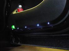 カーテシ連動LEDフットライト