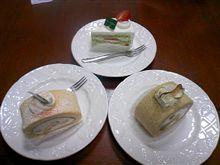 誕生日ケーキは野菜で出来たケーキ いもとかトマトとか