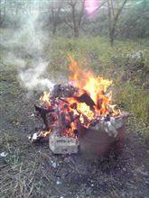 おはようございます、焚火にあたりながら