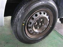 サクシード......タイヤ交換......本当はタイヤショップです。