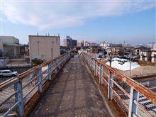 日本最古の歩道橋にて
