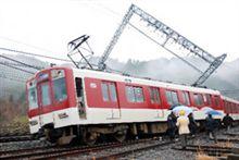 近鉄大阪線、止まってます。