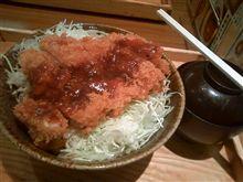 大戸屋で鶏カツソース丼580円也