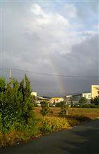 虹の向こうは