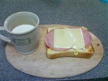 今日の昼飯。ハムチーズトースト。