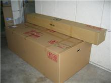 こんなでっかいダンボール箱初めて見たわ
