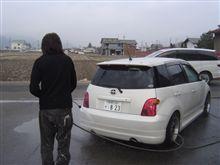 寒い朝に洗車?