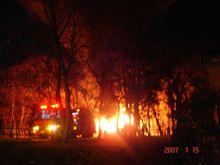 住宅街はずれで火事