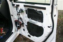 運転席側のデッドニングとスピーカー交換
