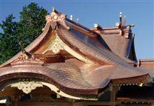 神社の曲面反り屋根