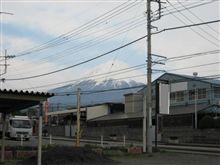 雨降って富士山洗われる