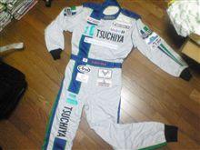 新作レーシングスーツを公開