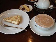 「山珍」と「Tea Room Camellia」