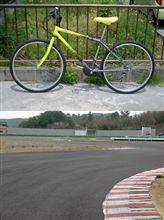 自転車でサーキットへ!
