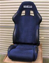 スパルコのセミ・バケットシート