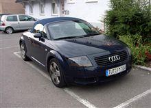 ヨーロッパで遭遇した屋根の開く車 Audi Roadster