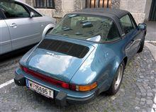 ヨーロッパで遭遇した屋根の開く車  911SC Targa