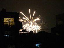 住宅街で爆発・・・じゃなくて花火大会