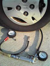 セルフSSが増えた弊害!?タイヤ空気圧見てます?