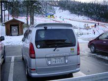 スキー場で雪遊び